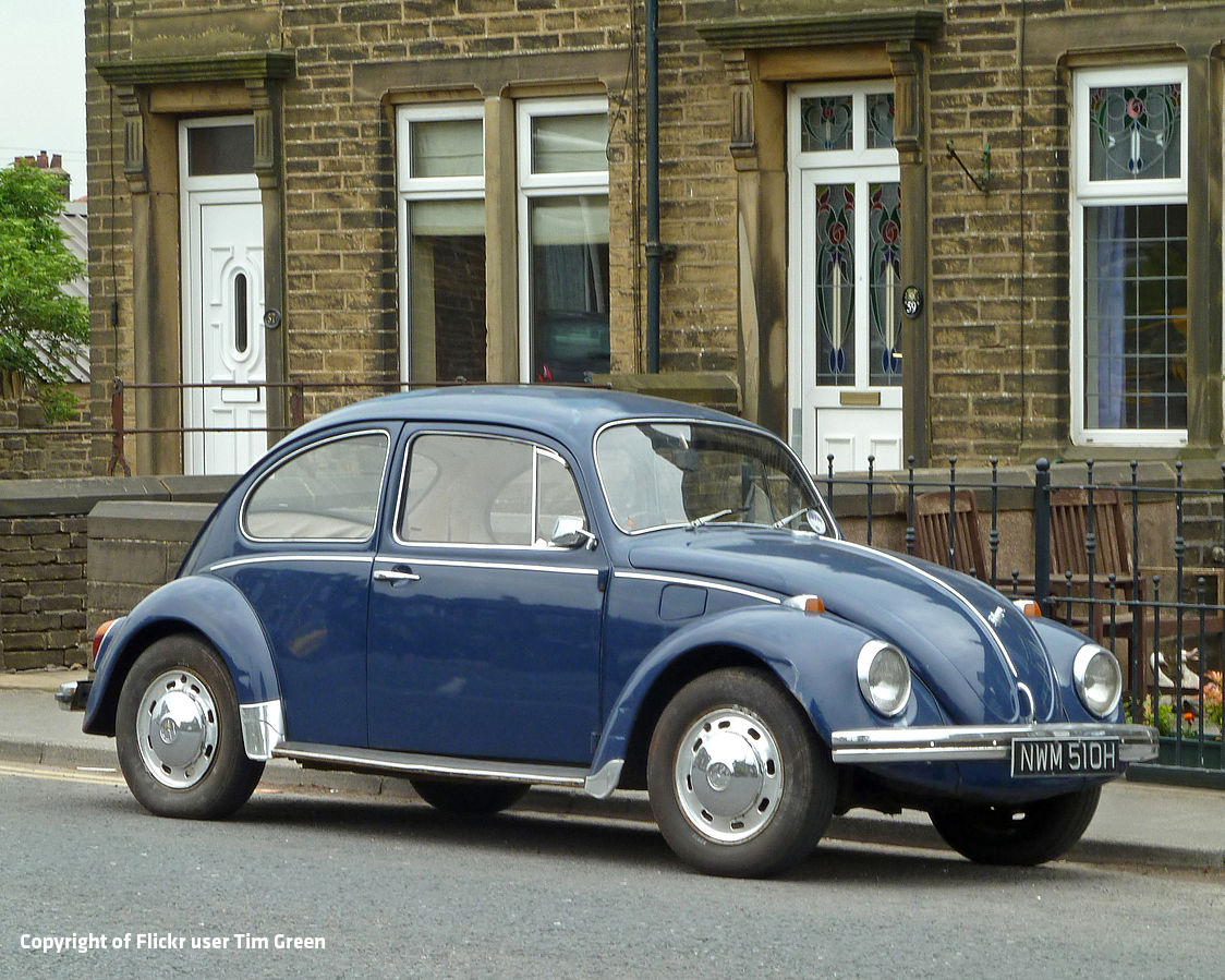 1970_Volkswagen_Beetle_seen_in_Queensbury,_Bradford,_West_Yorkshire_(20th_June_2013) Flickr user Tim Green v2
